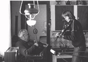 During a recording in 1982. Bror Dahlgren (1902-2001) and Reine Steen. SMS 34.